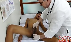 Doctor daddy tugs twink winning shoving his rod bottomless rift inside